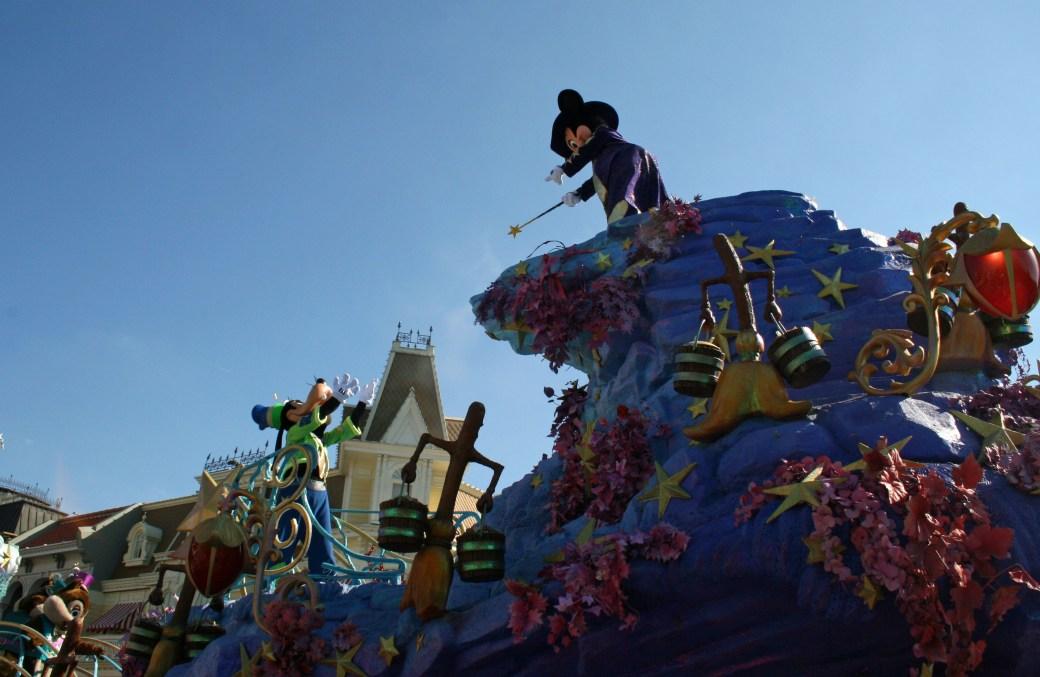 Mickey spreads the magic, Disney Paris