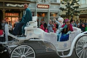 Princess Anna waves to Brookes