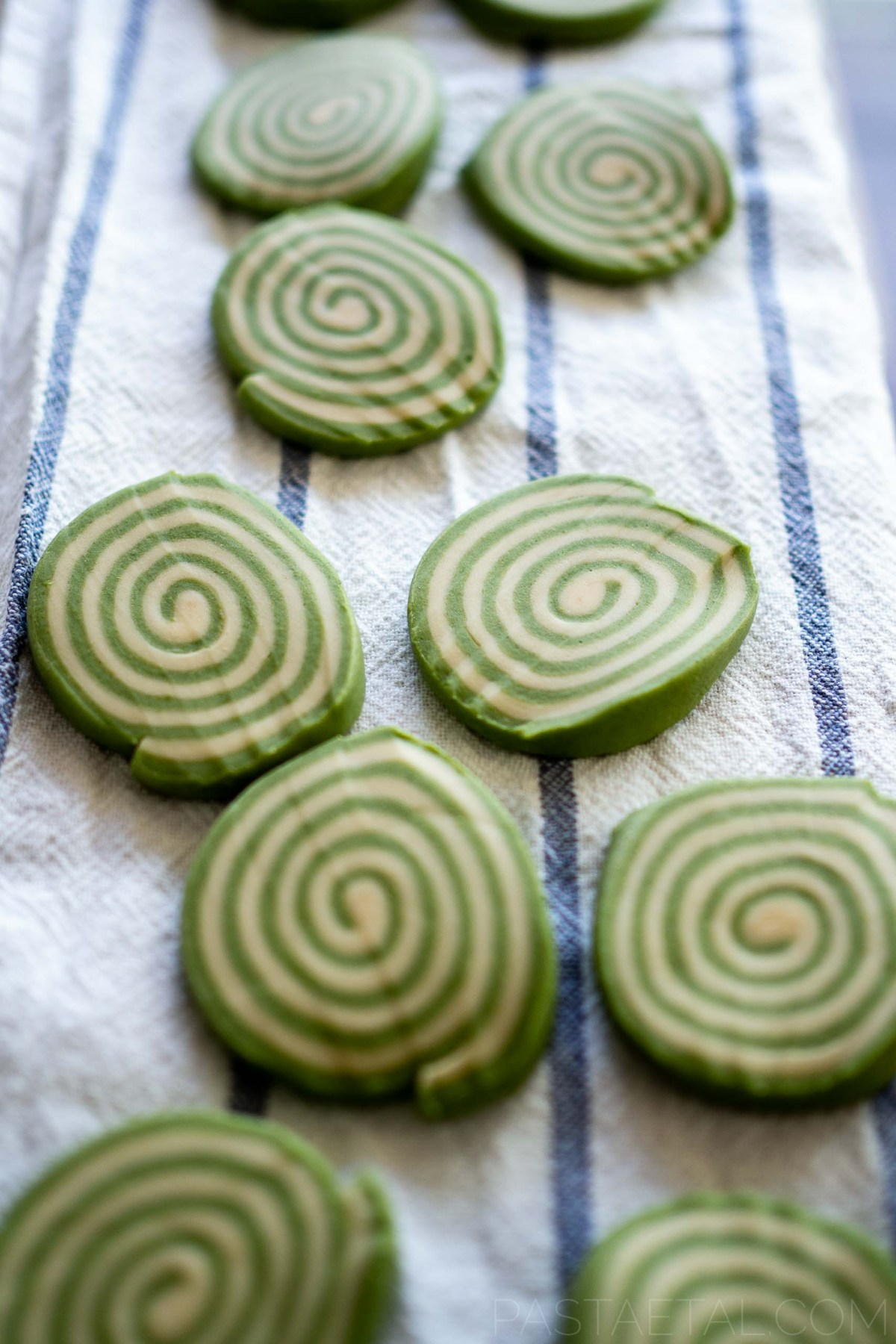 slices of spinach spiralled pasta dough