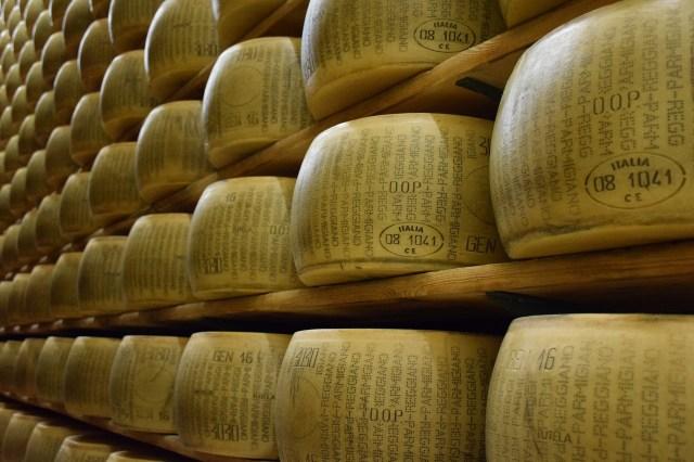 Rijpende Parmigiano Reggiano in de Kaascathedralen
