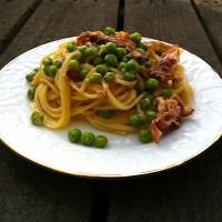 Spaghetti mit Erbsen und Speck