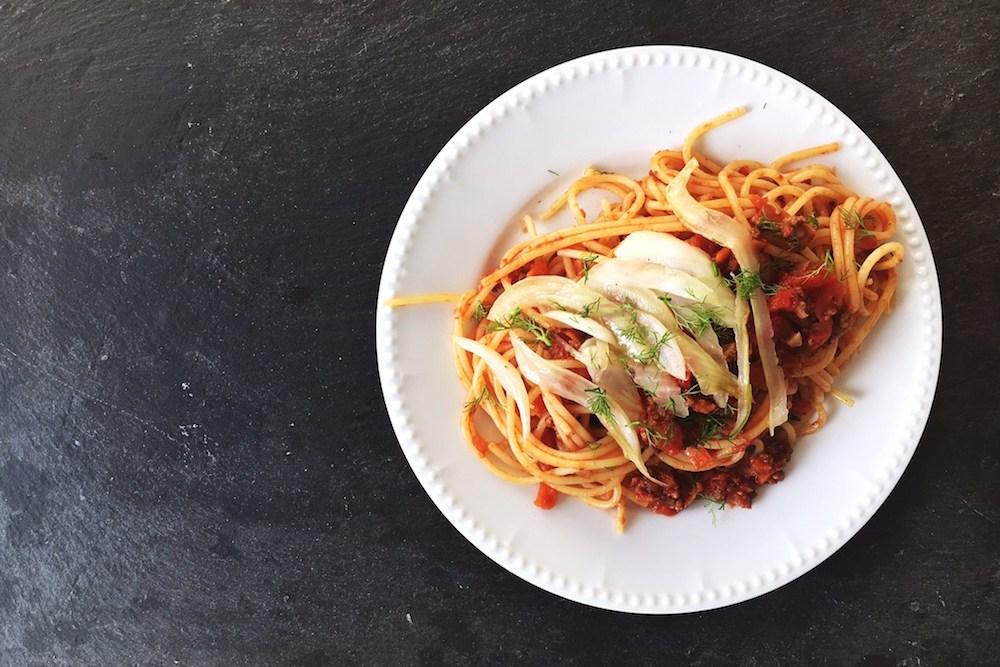 Spaghetti / Nudeln mit Fenchel-Bolognese, Nudelgericht mit Hackfleischsoße und Fenchel