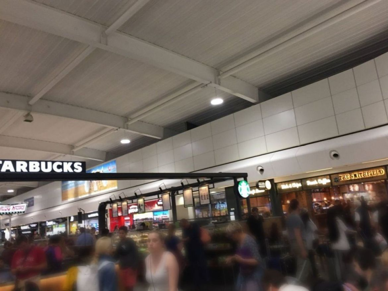 Aeroporto di Londra Luton affollato