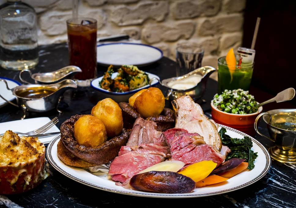 Sunday roast al Blacklock di Londra, foto di Paul Winch-Furness per Standard