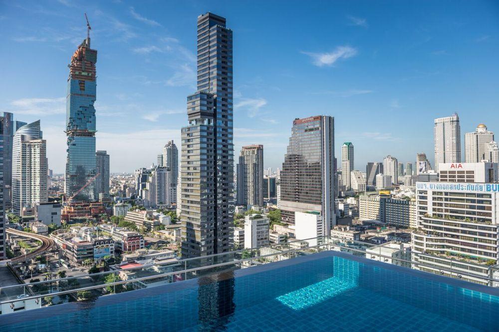 Infinity pool sul tetto dell'hotel Amara a Bangkok in Thailandia