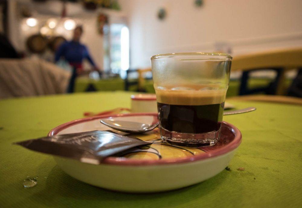 Caffè alla trattoria Sciala popolo di Napoli