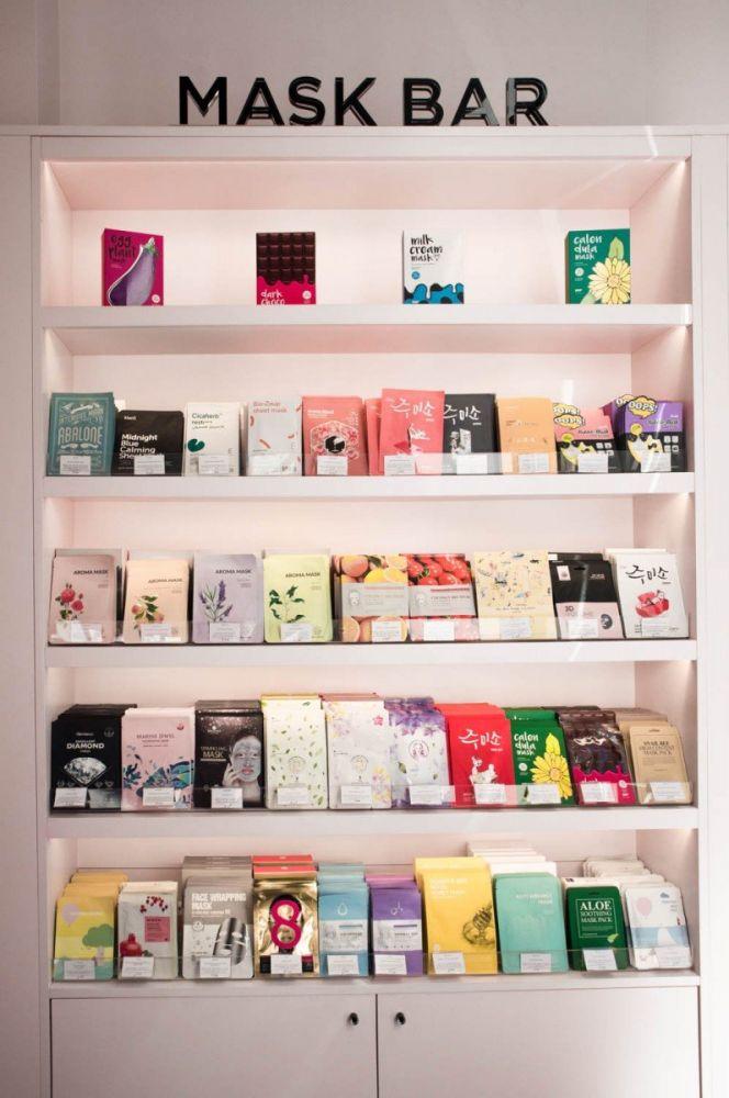 Mask bar delle maschere MiiN Korean cosmetics nel negozio monomarca a Milano