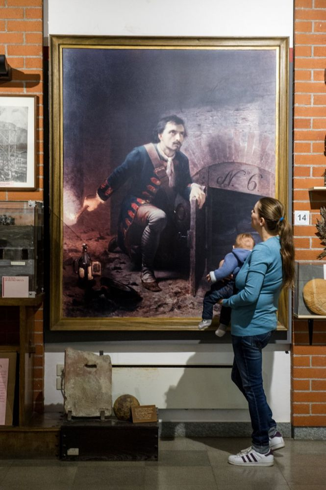 Paola Bertoni e bimbo al museo Pietro Micca di Torino, foto Plastikwombat