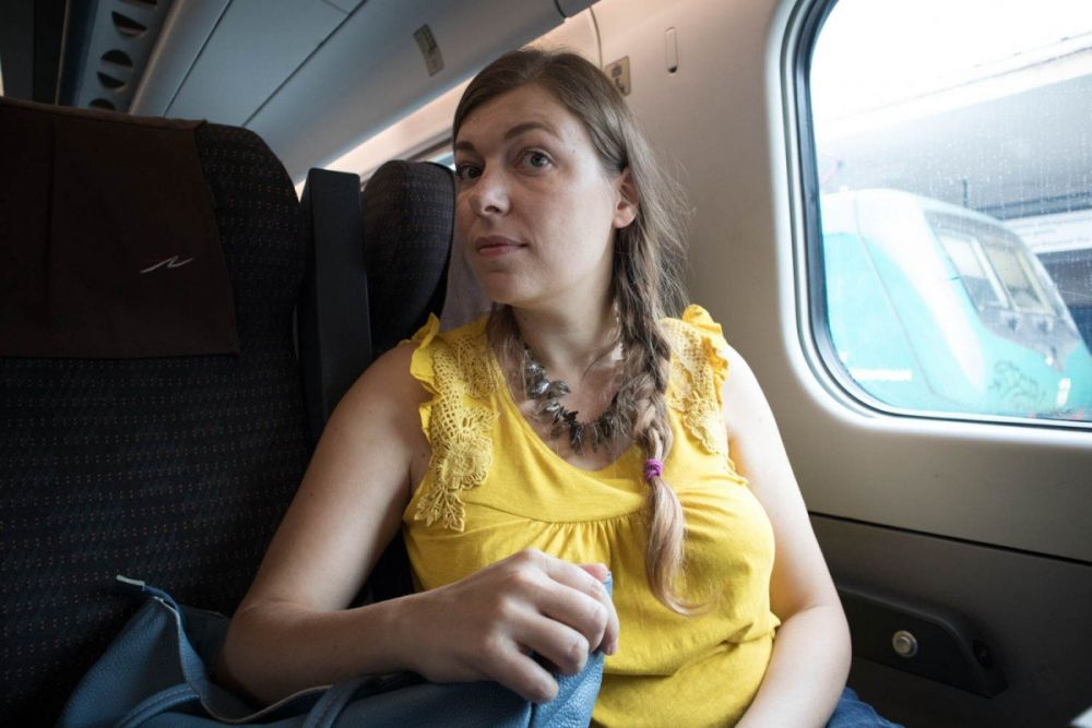 Paola Bertoni viaggia in seconda classe su un treno Frecciargento