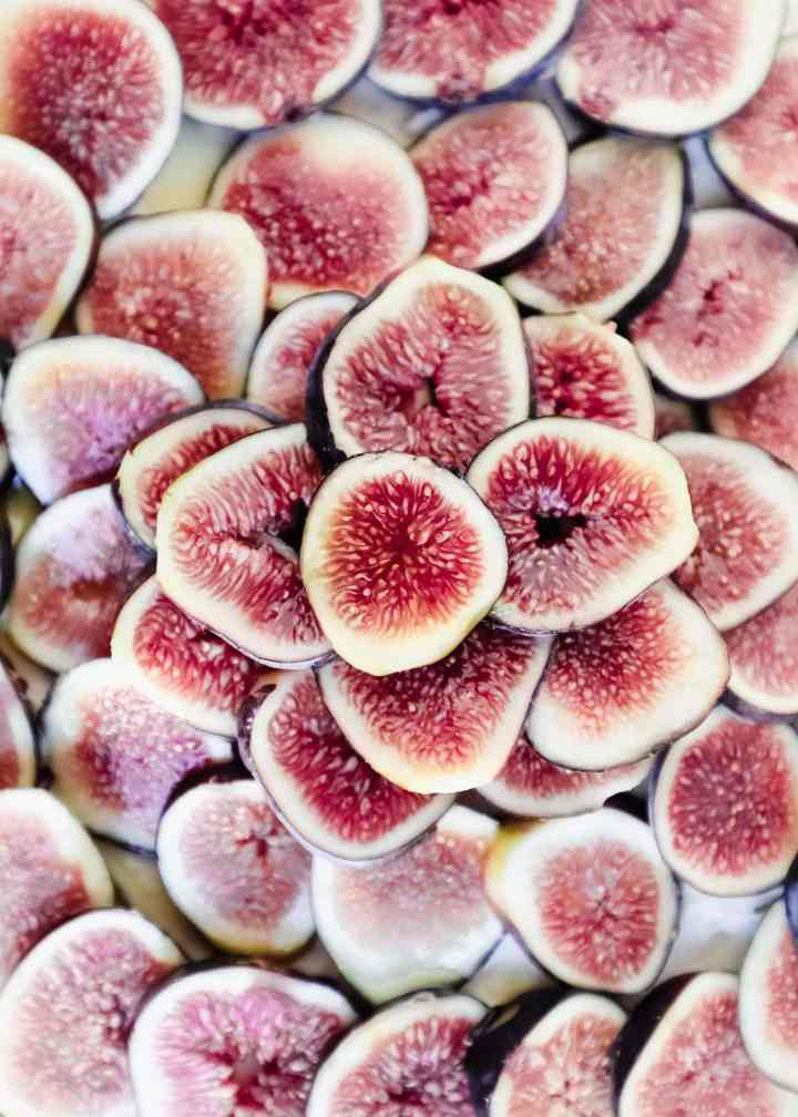 sliced figs up close flatlay