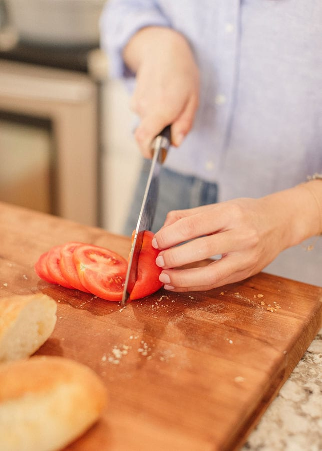 slicing tomatoes for sandwich