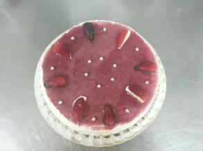 De yogur griego con frutas del bosque y fresas