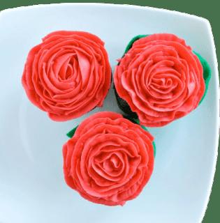 trío de rosas rojas
