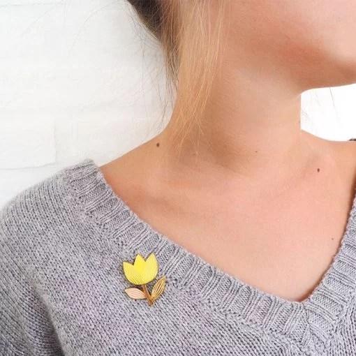 Pin's tulipe Mini Labo jaune citron
