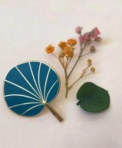 Pin's Pilea Mini Labo bleu canard