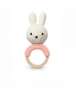 Hochet Miffy en crochet – Rose