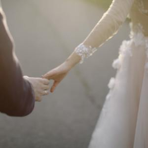 newlyweds-holding-hands-1683989