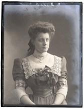 Miss M Drew, 24 Apr 1907