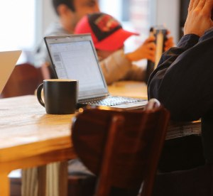 2014-11-Life-of-Pix-free-stock-photos-coffee-work-computer-table-leeroy