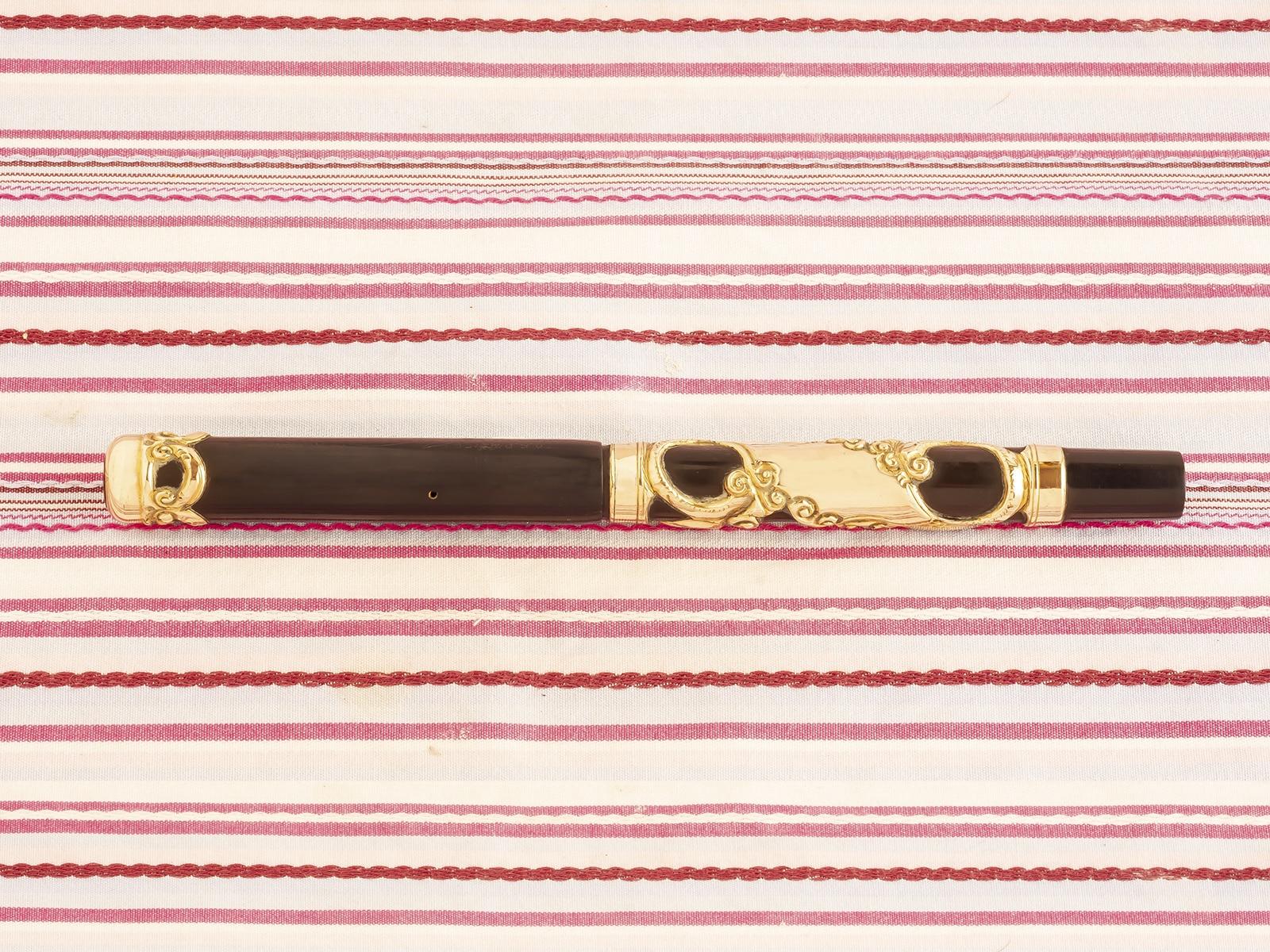 parker-33-lucky-curve-antique-gold-hard-rubber pen