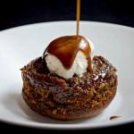 {Sticky Toffee Pudding} – Desert englezesc cu sos caramel