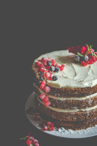 apple gingerbread cake