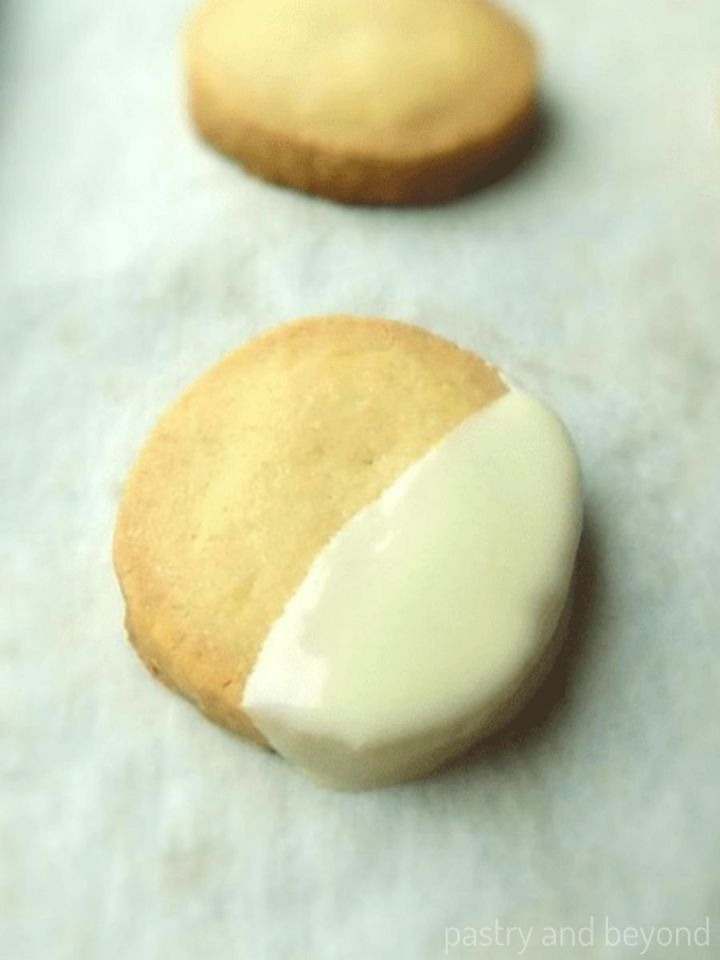 Slice and bake vanilla shortbread cookies on a parchment paper.