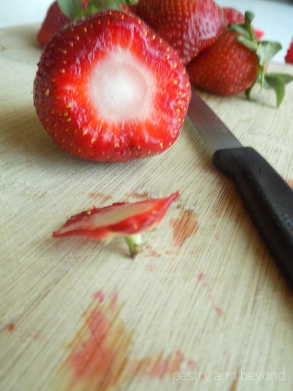Cutting the top of the strawberries