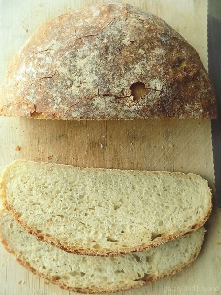 Sliced No Knead Round Loaf Bread