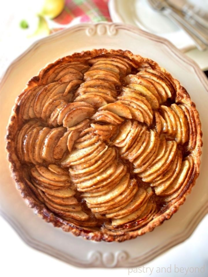 Apple tart in a serving plate.