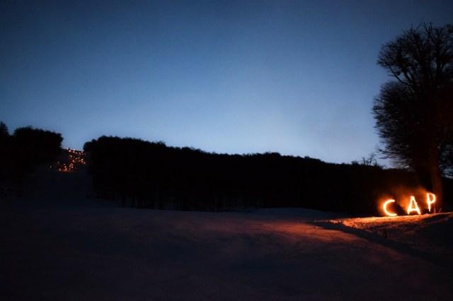 Comienzo de la bajada de antorchas en el cerro Perito Moreno