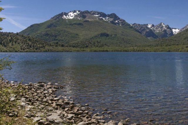 Laguna espejo en El Hoyo, cumpleaños de la localidad.