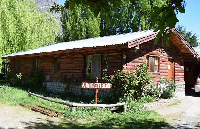 Ingreso Camping y Cabañas Pocho, hospedajes en El Hoyo