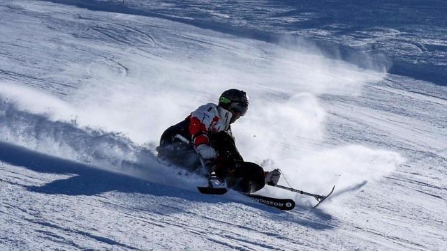 Germán esquiando