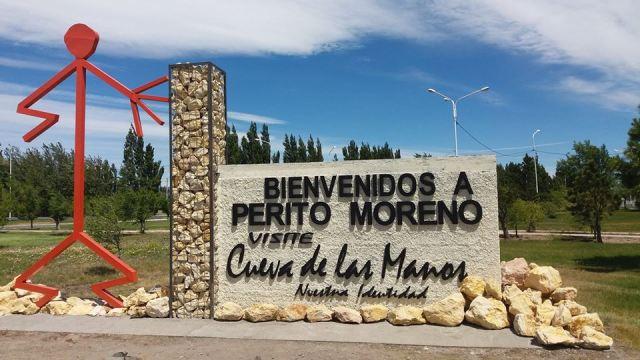 Cartel de bienvenida en Perito Moreno