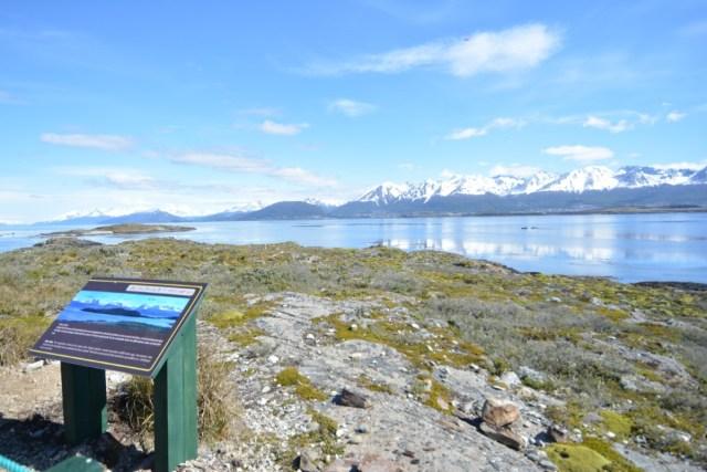 Vista panorámica desde la isla donde se encuentra el Sendero Interpretativo De Puerto Karelo En Ushuaia