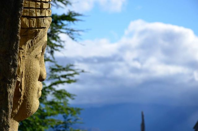 Escultura en el bosque.