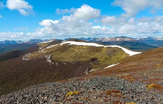 Panorámica desde la cumbre del cerro Jeujepen, en el sendero que parte de Tolhuin.