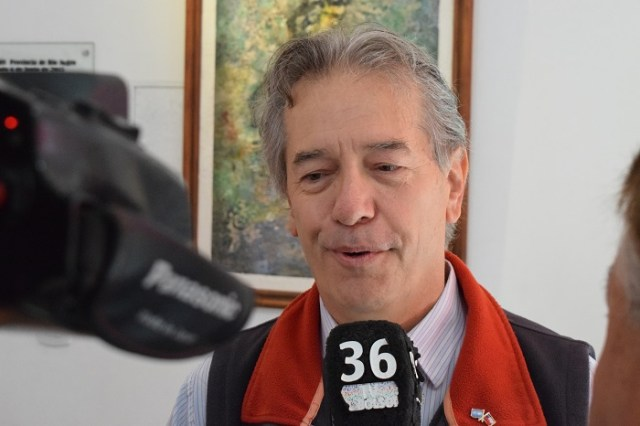 Diego Velasco, cónsul de Chile, durante la entrevista.