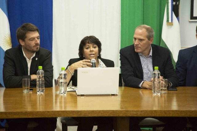 Martha Vélez, ministra de Turismo de Río Negro presentando las actividades.