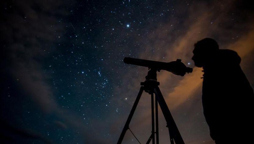 Lluvia de estrellas, observación. Noche.