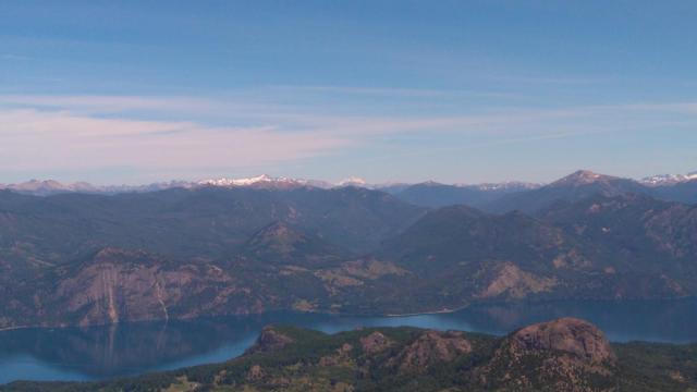 Vista desde la cumbre del Cerro Colorado, uno de los senderos de San Martín de los Andes.