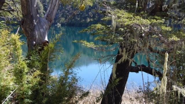 Una de las lagunas Corinas vistas desde arriba.