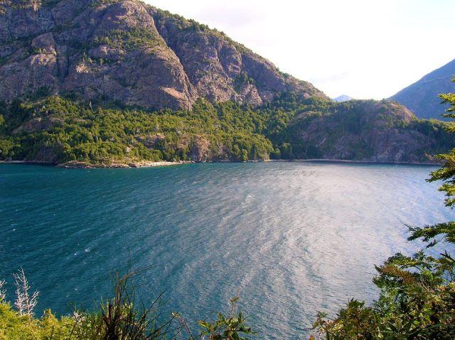 Panorámica del lago escondido, uno de los senderos de San martín de los Andes.