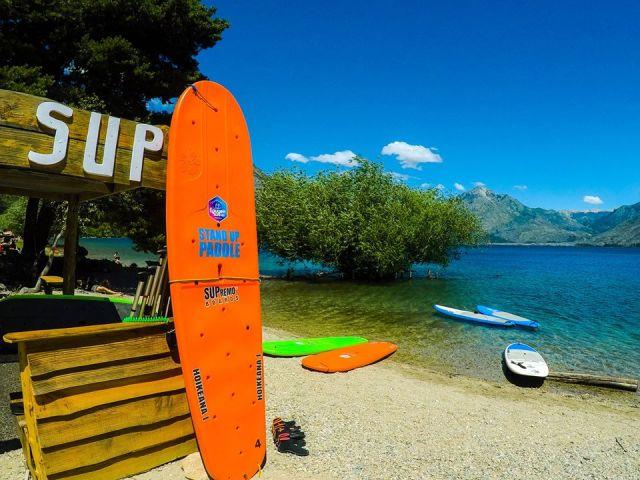 Puesto de Stand Up Paddle en Puerto Patriada.