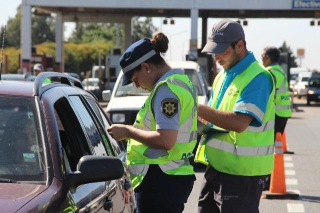 Control policial. Suspenden vuelos, colectivos y trenes en el país.