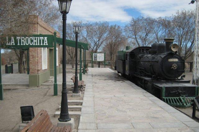 Una de las estaciones de la Trochita.
