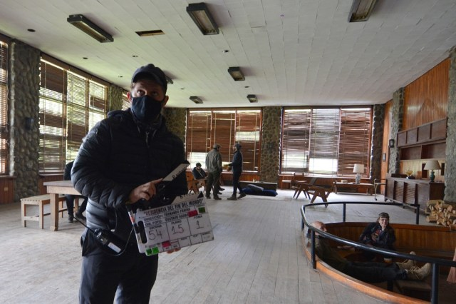 Director rodando una película en tierra del Fuego.