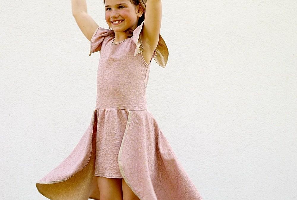 dochterlief ontwierp haar eigen verjaardagsjurk