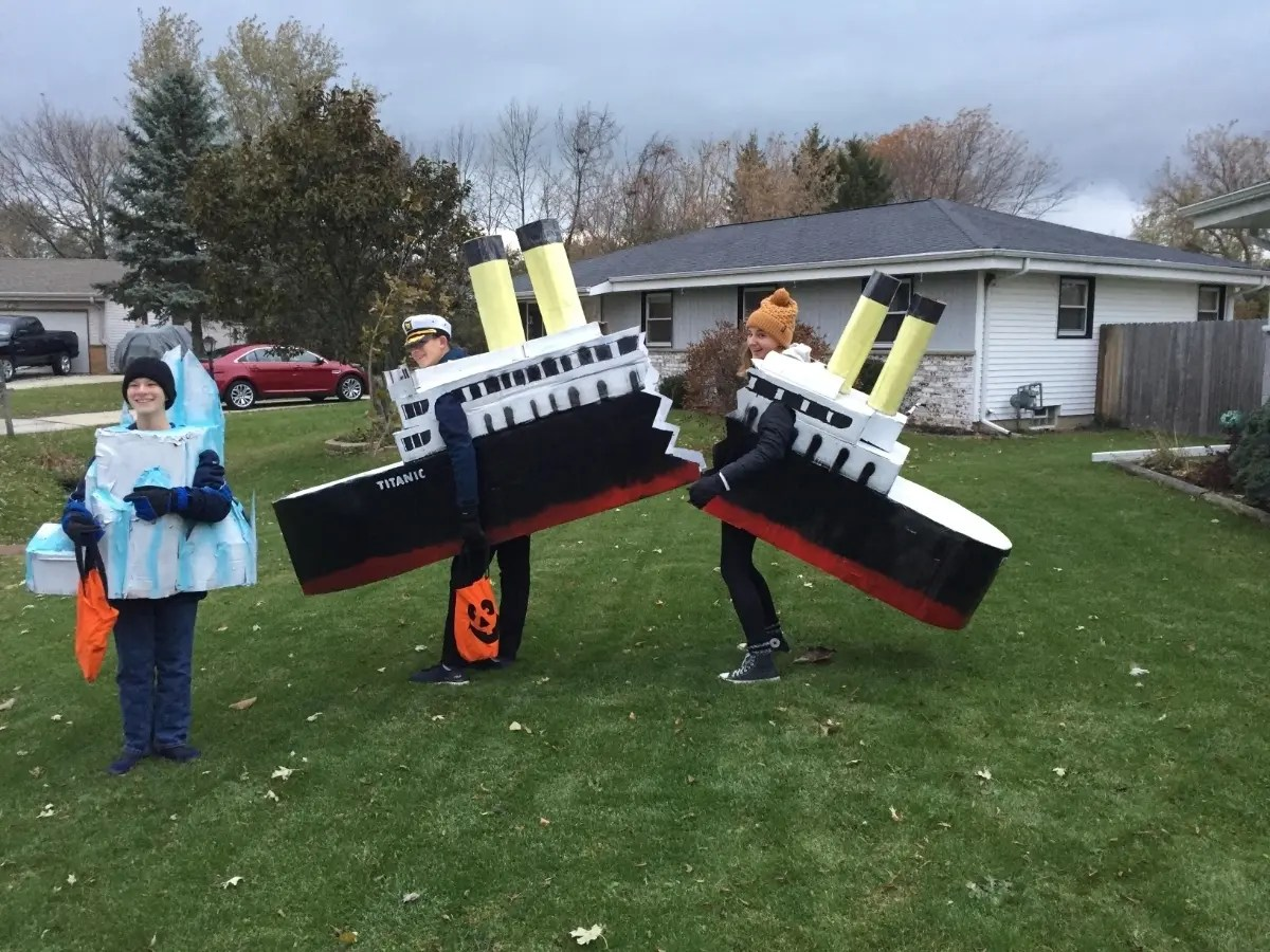 Students Unsinkable Titanic Costume Draws Rave Reviews